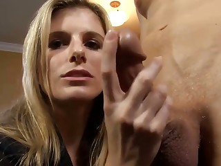 Dirty talking Tow-haired milf does a handjob till happy extirpate