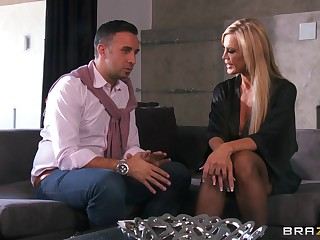 Hardcore fucking in the living yard with cheating wife Amber Lynn