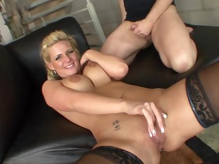 Hot making out on transmitted to lowering leather sofa with cougar Phoenix Marie