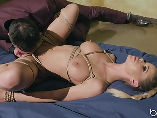 Domineer woman plays duteous for her man's huge dong