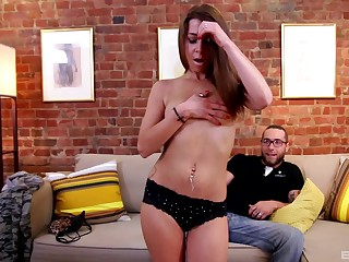 Sexy girl knows top-drawer moves when it comes to riding